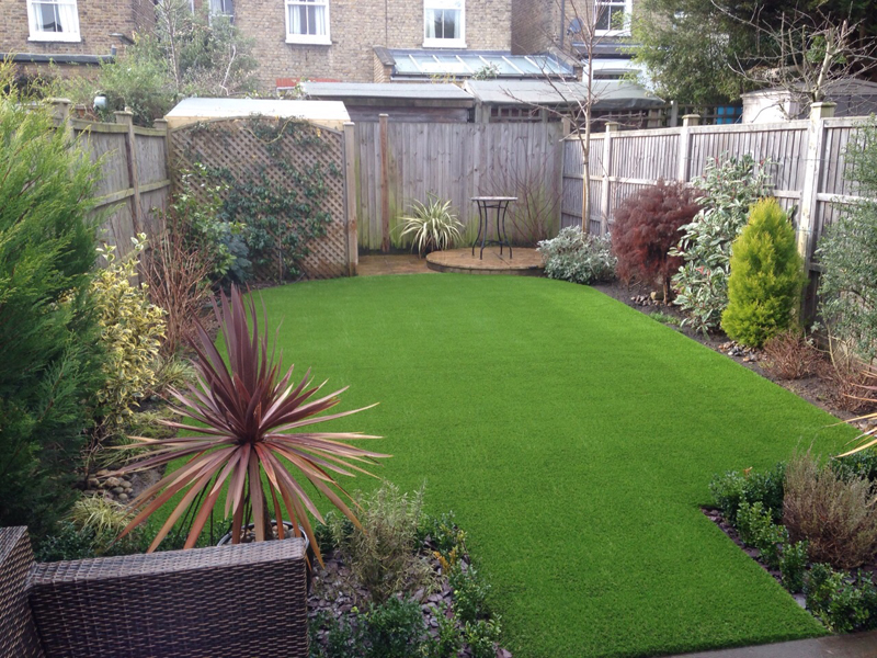 artificial-grass-for-back-gardens_003