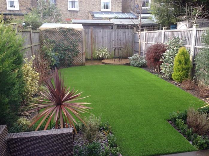 artificial-grass-for-back-gardens_003